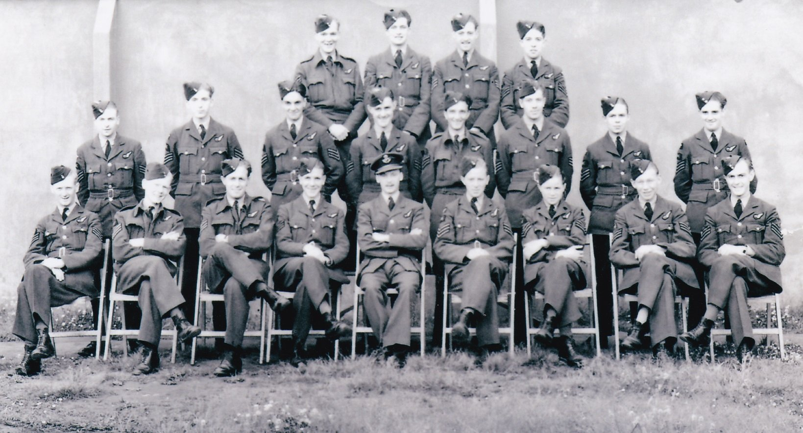 Training photo, possibly on award of their wing - Leslie is front row, 1st on the left