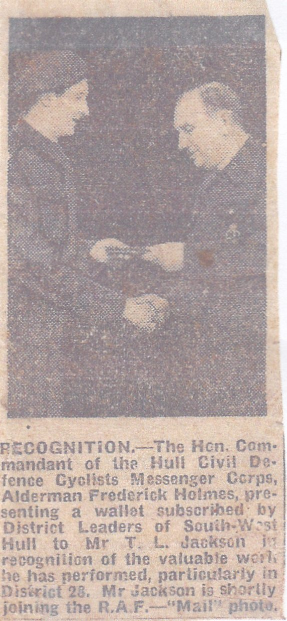 Newspaper clipping, Leslie awarded a wallet by a Hull councillor as thanks for his work with Civil Defence