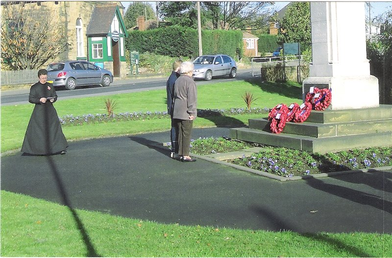 James Wainwright and Jennie Routledge lay a wreath to the memory of the crew of KM-T at Oulton War Memorial, Yorkshire in November 2005
