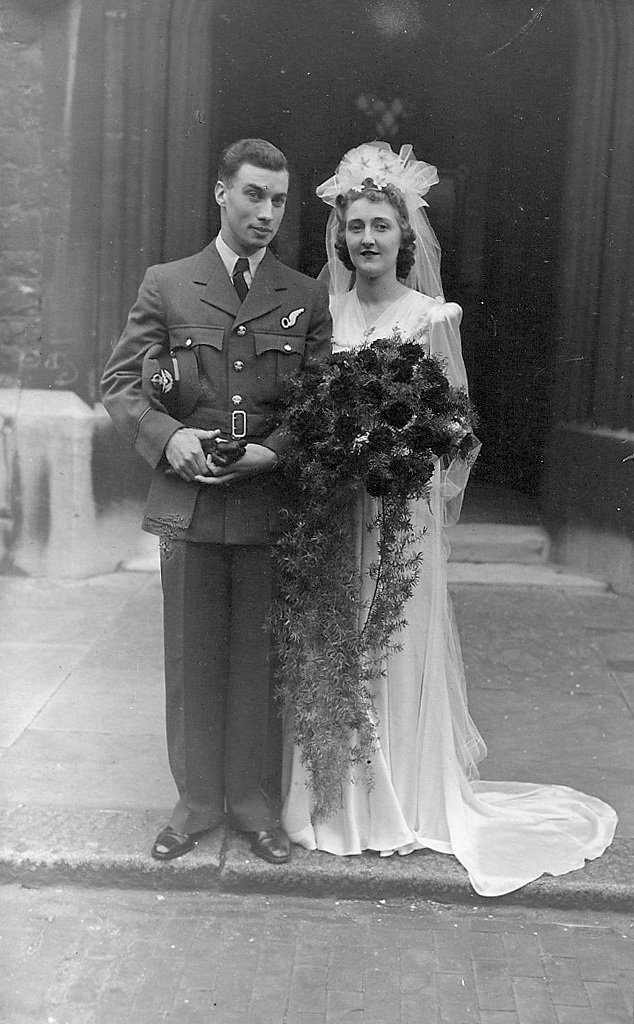 Frank and Violet Wareham, September 1943